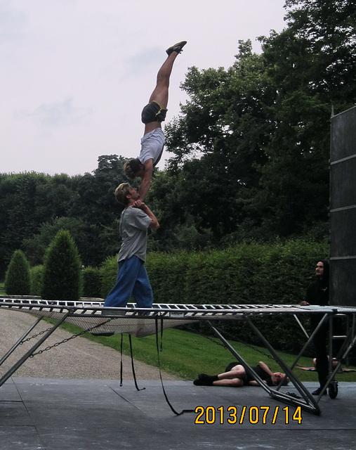 Übungen am Trampolin