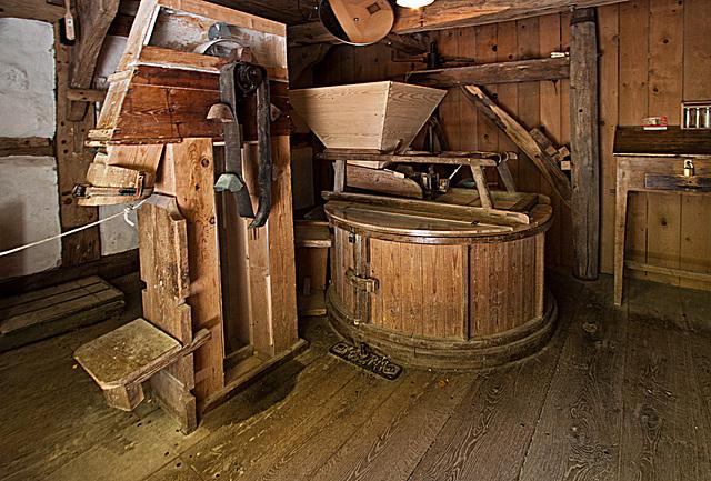 20121008 1437RWw Wassermühle, Mahlwerk