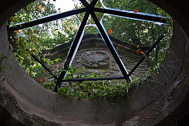 20121008 1439RWw Mausoleum