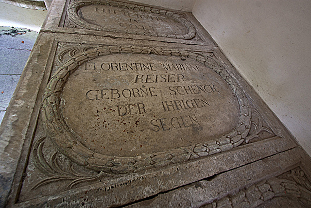 20121008 1441RWw Mausoleum