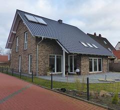 Ziegelhaus mit bunten Handform-Verblendern