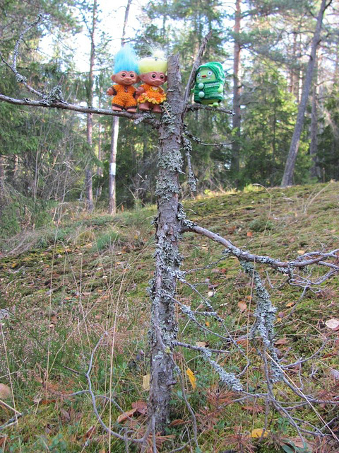Jeero and trolls in a tree