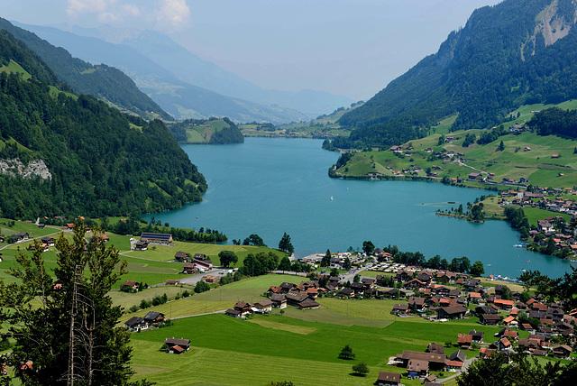 Panorama de Lungern et son lac...
