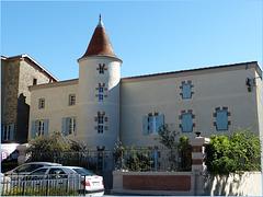 Petit manoir au Grand Serre dans la Drôme.