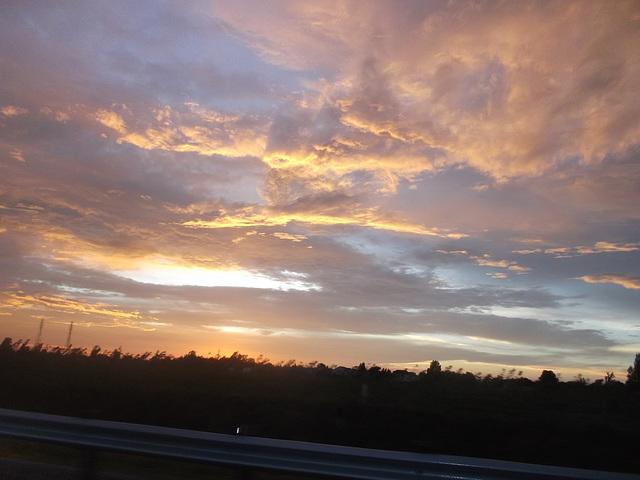 Colorful lullaby for sleepy sky / Berceuse colorée pour ciel endormi.