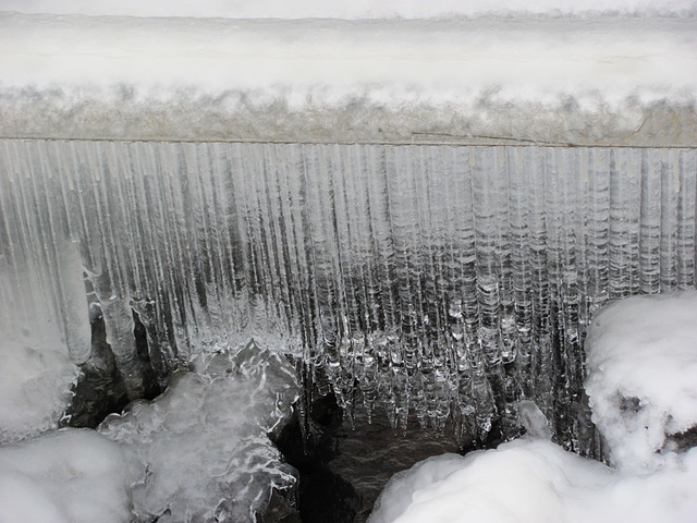 Icicle curtain