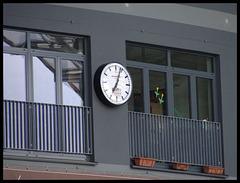 Endlich wieder eine analoge Stadionuhr im Millerntor-Stadion