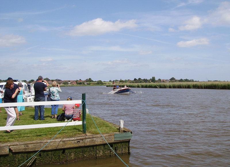 WR (O&A) - arriving Reedham Ferry