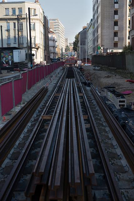 BESANCON: Travaux du tram: 2ème partie de l'avenue fontaine argent 06.
