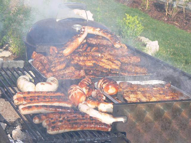 Grillwürstl und Fleisch