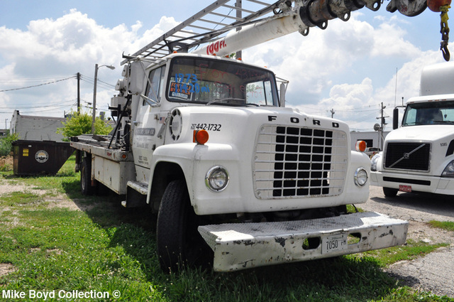 marsters_sign_co_ford_ln800_boom_trk_danville_il_06'13_02