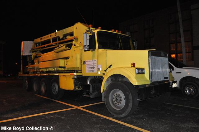 mclain_&_company_volvo_wht_gmc_underbridge_access_quad_axle_tractor_danville_il_06'13_01