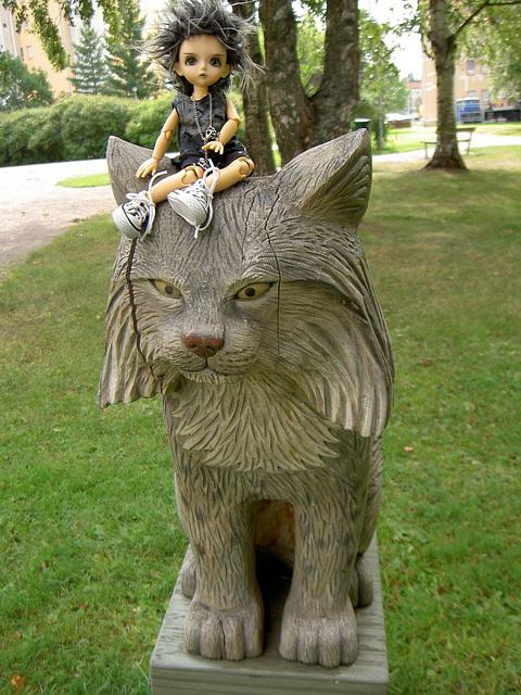 Deimos and a wooden lynx