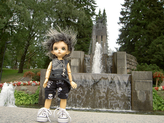 Deimos at the fountain