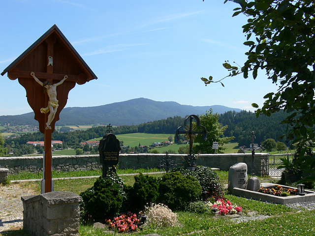 Friedhofskreuz Weißenregen