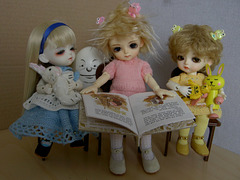 Lumi reading to her little sisters
