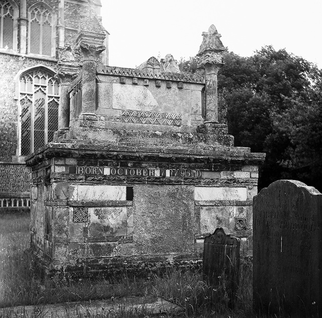 Interesting tomb in Southwold churchyard (2)