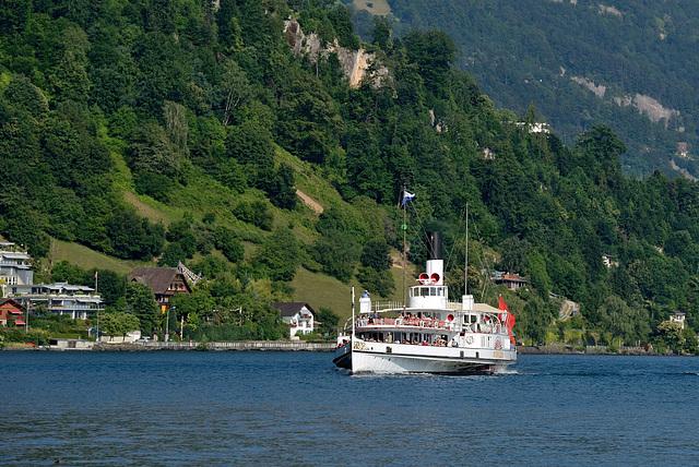 Arrivée du bateau-vapeur à Weggis ...