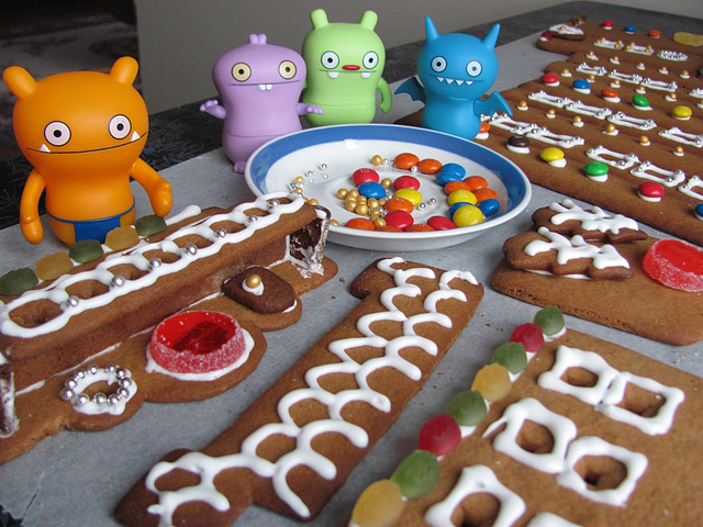 Gingerbread house project 4: decorating