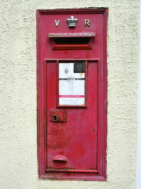 Isle of Man 2013 – Victorian wall postbox