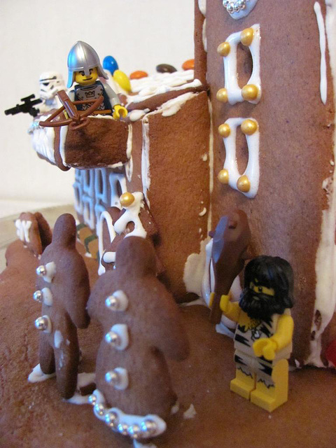 The gingerbread lighthouse guards 5