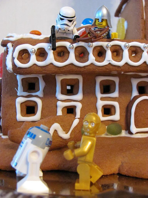 The gingerbread lighthouse guards 9