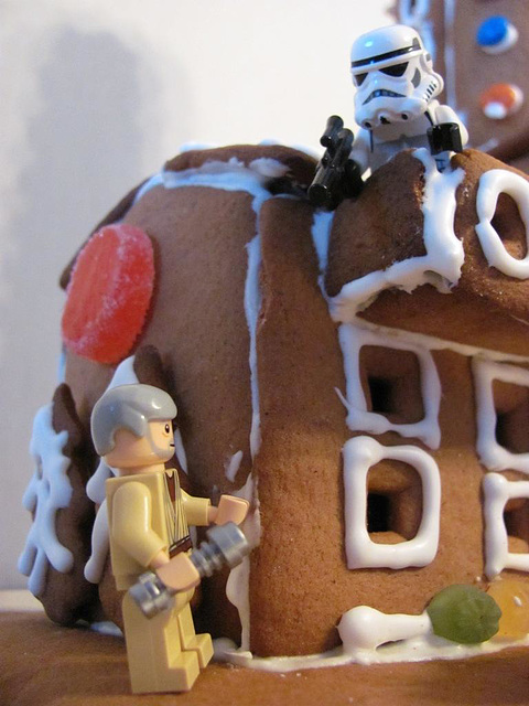 The gingerbread lighthouse guards 10