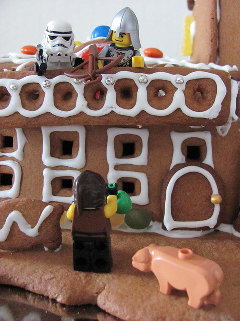 The gingerbread lighthouse guards 13