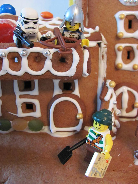The gingerbread lighthouse guards 15