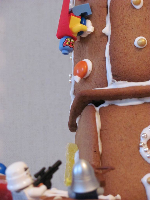 The gingerbread lighthouse guards 20