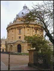 Radcliffe Camera (with bollard)