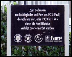 Gedenktafel vor der Südkurve, Millerntor-Stadion, Hamburg