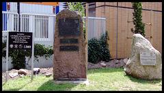 Gedenksteine vor der Südkurve vom FC St. Pauli