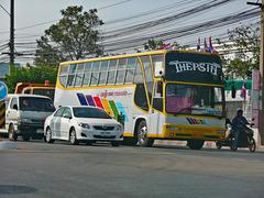 Isaan bus