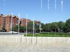 Fountain in front of the Brooklyn Museum, August 2007