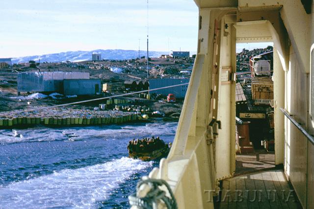 DUKW going ashore