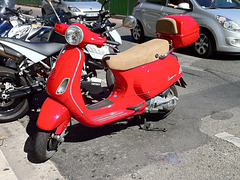 Moyen de transport 3 - Vespa rouge