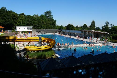 Waldschwimmbad Kronberg an einem strahlenden Augusttag 2013