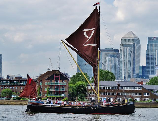 lady daphne thames barge, london