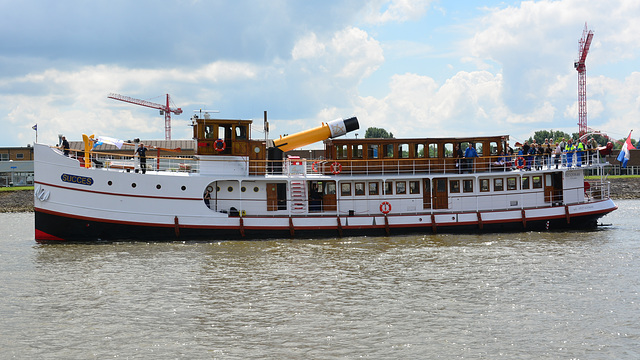 Dordt in Stoom 2014 – SS Succes with collapsed funnel