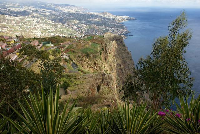 Madeira. Blick vom Cabo Girao Richtung Funchal.  ©UdoSm