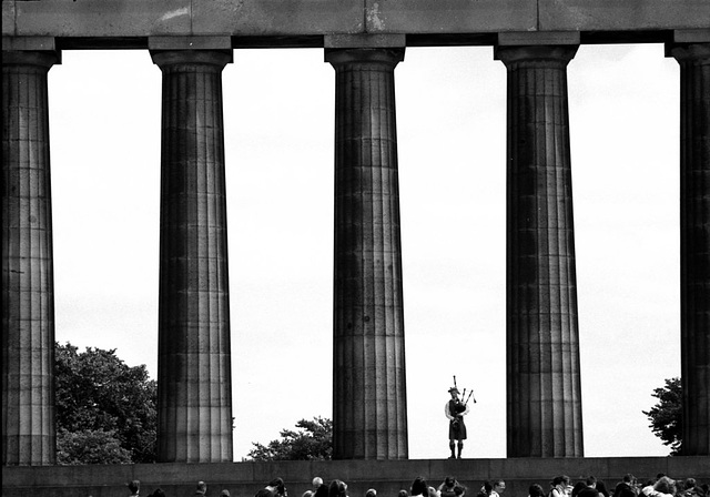 The Piper among the columns