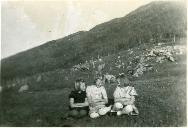 (545) Astrid Pedersen, Randi (Svendsen) Tryti og Bjørg (Edøy)