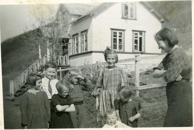 (552) Ukjent, ukjent, Åse Yttergård Hjertø, Arild Yttergård, ukjent, Synnøve Yttergård, Solbjørg Yttergård, Gudrun Yttergård