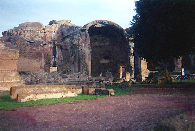 Apse in Hadrian's Villa, December 2003