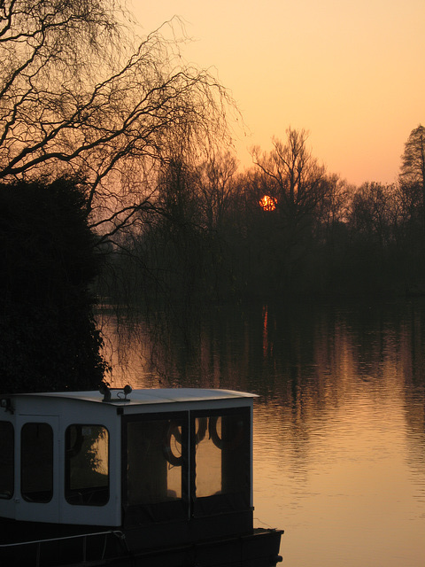 Sunset over the River Thames at Wargrave
