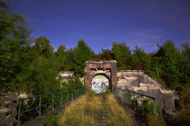 BELFORT: Le fort du Salbert de nuit par pleine lune.
