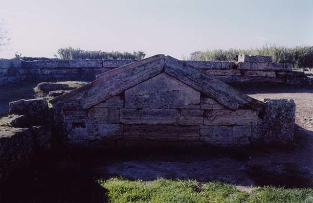 Detail of the Heroon in Paestum, November 2003