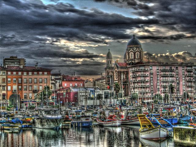 SAINT-RAPHAEL: Le port, la Basilique.