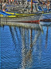 SAINT-RAPHAEL: Reflet d'un bateau dans la mer.